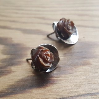 Rose forging earrings / stainless steel ear pin / shell carving