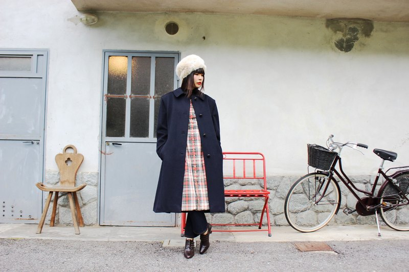 F3013 [Vintage jacket] {} in the Italian system in standard dark blue bottom in fine red plaid wool coat jacket (Made in Italy)