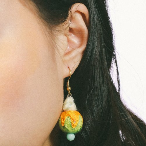 Shortage of foreign witch @ yarn ball earrings