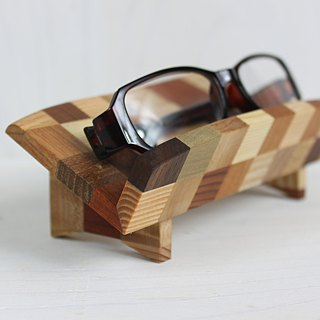 Parquet glasses placed