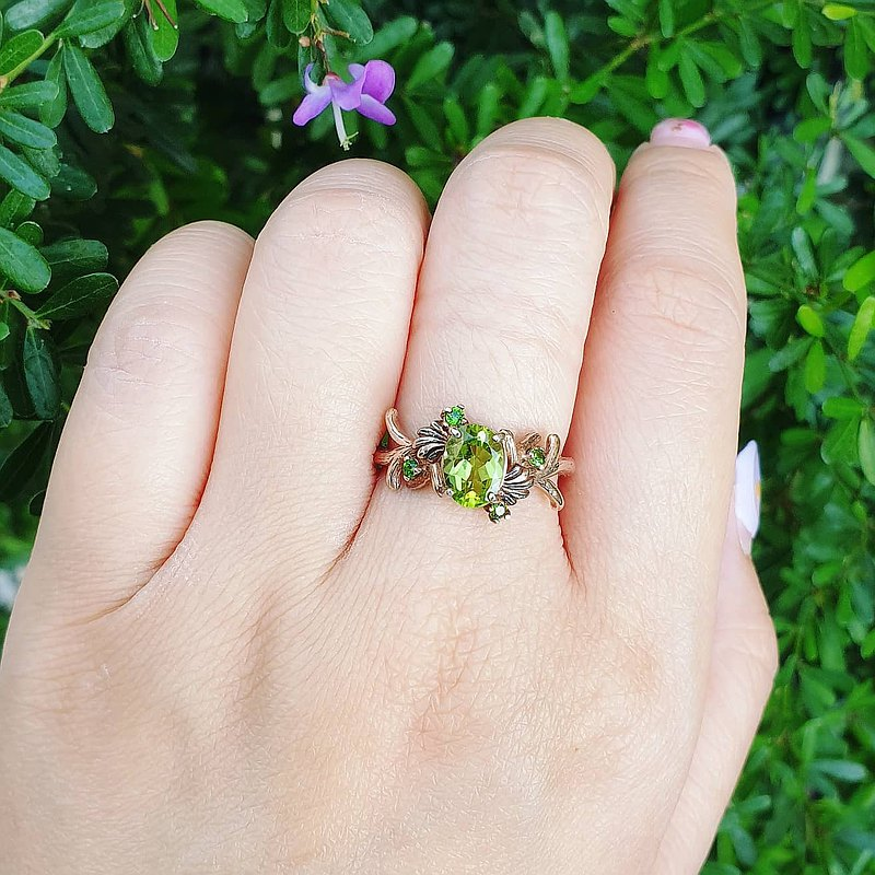 Peridot ring decorated with Diopside ***Genuine gemstone***
