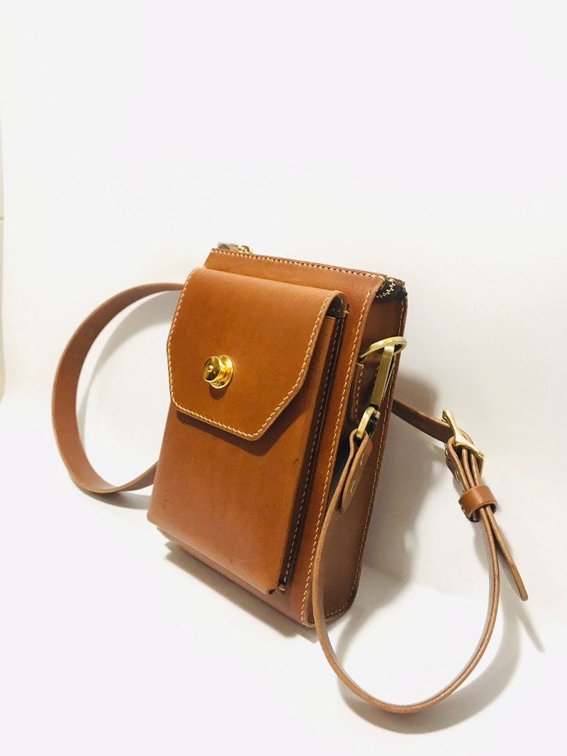 Leather side backpack / cross-body bag / handmade / Italy vegetable tanned certification association leather