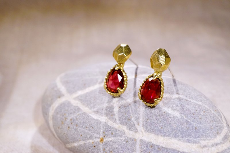 Time Poem-Rock Mine Water Drop Garnet Earrings