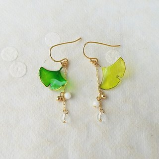 ginkgo leaf pierced earrings or clip-on earrings <spring>