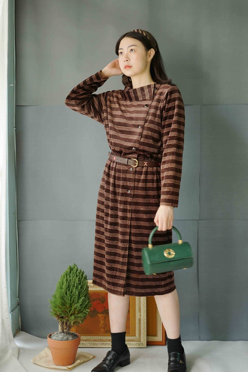 Treasure Hunt Vintage-Latte Coffee Striped Retro Lapel Velvet Breasted Dress
