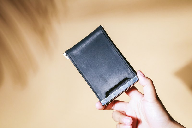 RAZE WALLET in black distressed leather with red card lining