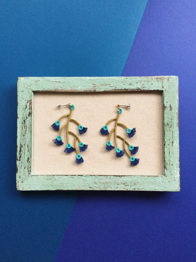 ARRO / Embroidery / Earrings / Branched / Navy