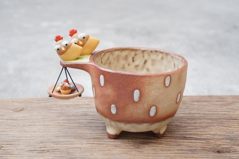 Plant pot with a chicken,two tone,cactus,ceramics,pottery,handmade