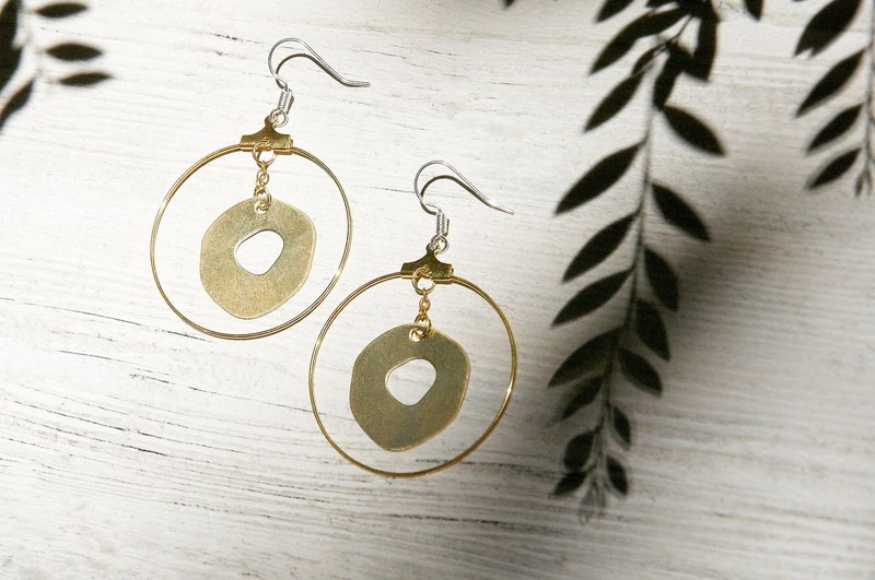 / Simple sense / retro golden hue brass earrings - circular geometric aesthetics (clip-on can be changed)