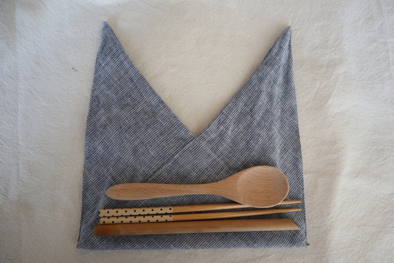 Hand tied tableware bag (blue thin strip)