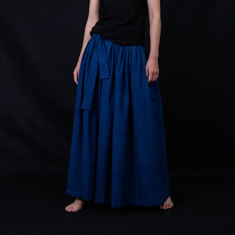Plant blue dyed skirt