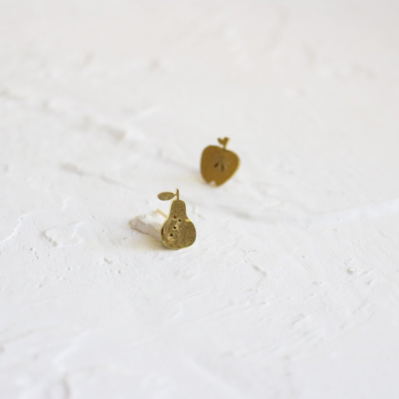 Apple & Pear hammered brass earrings I Picture Book_MissCatCat