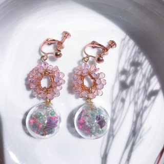 Wreath glass ball earrings [sakura]