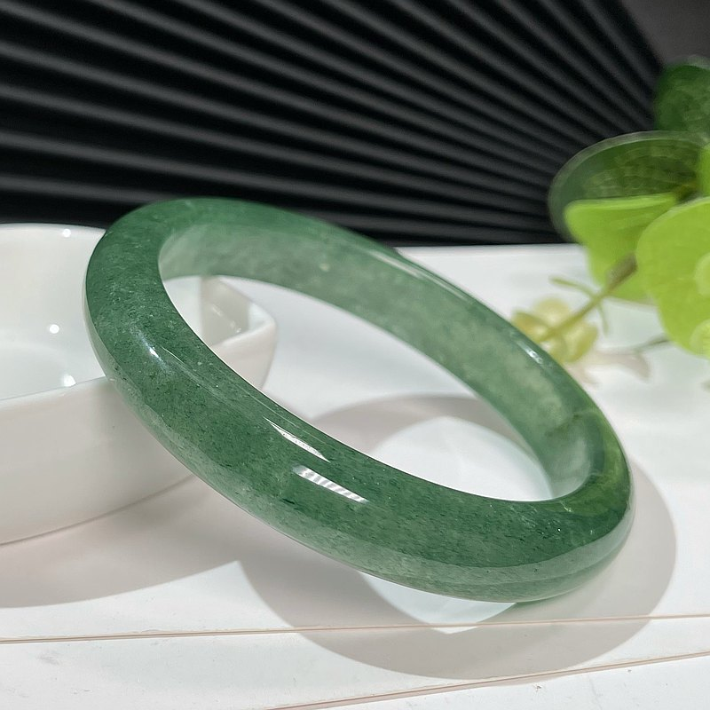 綠草莓晶手鐲62M 冰透星光綠色水晶手環女款 旺人緣 水潤清新自然
