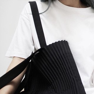 aPulp Tote Bag in Black
