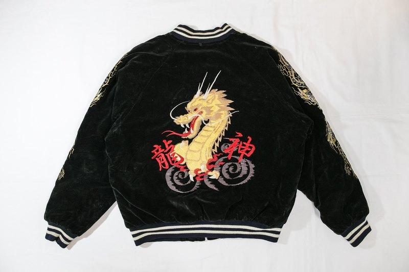 [3thclub Ming Ren Tang] Yokosuka embroidered black velvet coat thick outer  Dragon pounds SKJ-018