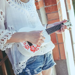 21 inch hibiscus flower color black cliff white Flora Soprano Ukulele / white