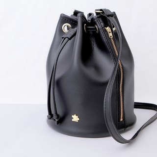 CLM lightweight bucket bag _ black