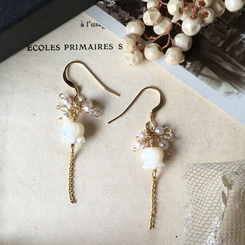 [One week limited sale] 14kgf Suzuran and vintage pearl earrings OR brass pain-resistant ear clip