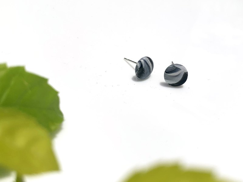 Polymer clay Jewlery of handmade earstuds - Black and White Marble | FIFI CLAY