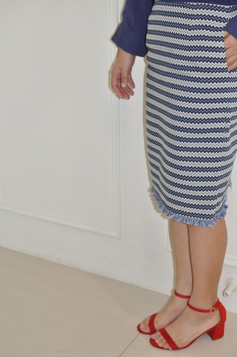 Flat 135 X Taiwan designer series hem left horizontal stripe narrow knee pencil skirt