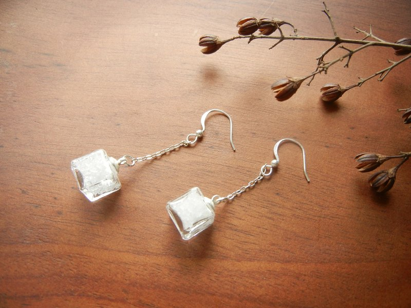 *coucoubird*pure white ice earrings - small square