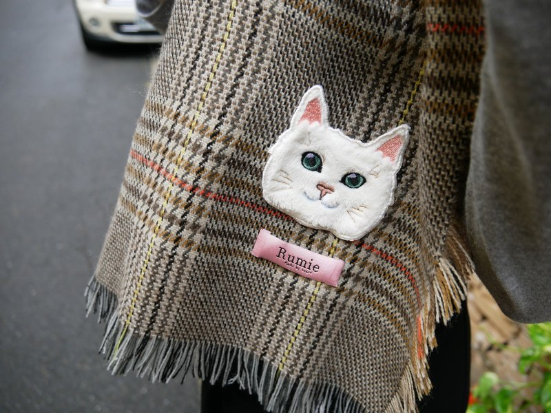 Plaid cat embroidery scarf