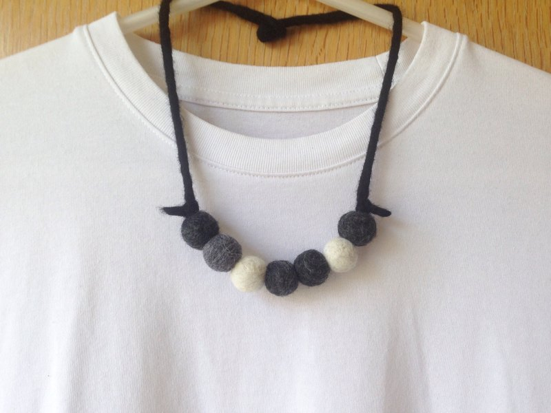 Tone gray wool felt necklace