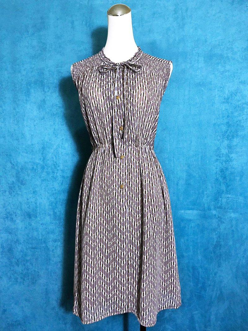 Corrugated Ruffle Sleeveless Sleeveless Vintage Dress / VINTAGE Bring Back