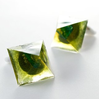 Pyramid earrings (Kawaiuni wetlands)