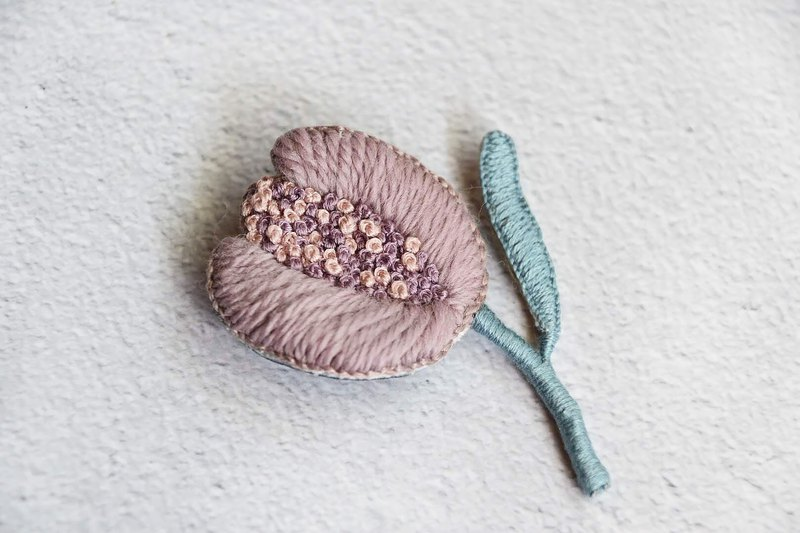 Tulip lovers | hand made wool French embroidery brooch