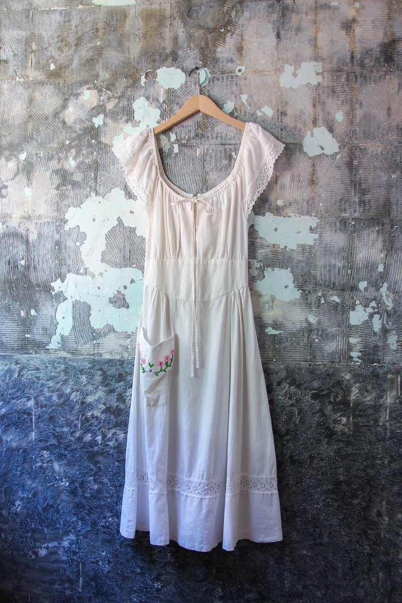 袅袅 department store-Vintage U-neck stitching lace pocket embroidered dress retro