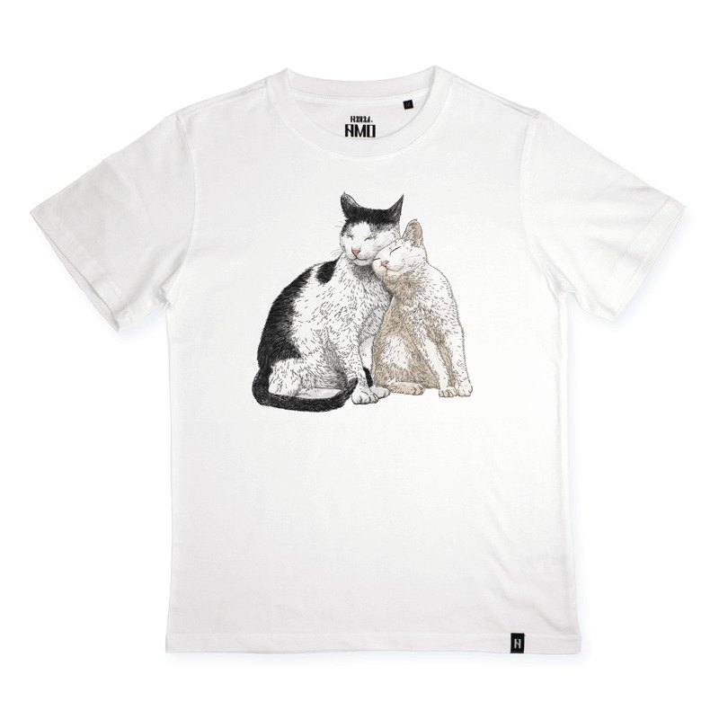 AMO®Original canned cotton T-shirt/AKE/The Cat Who Rub Someone's Face