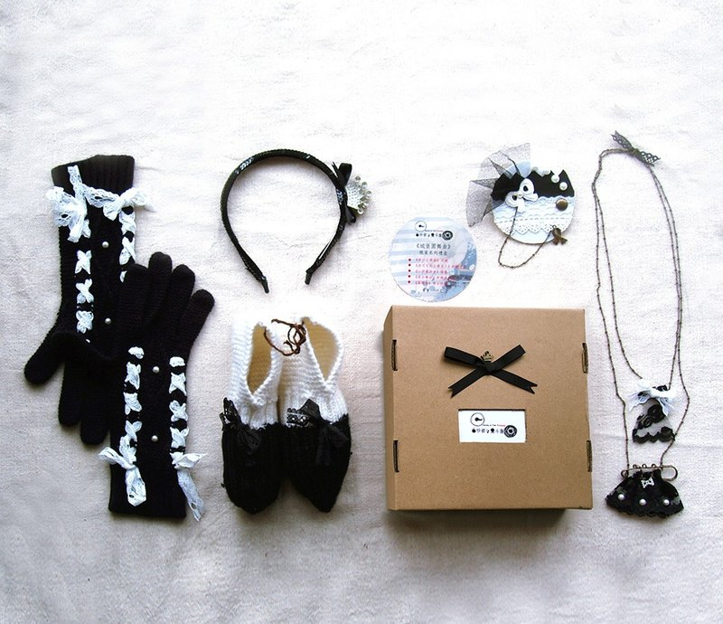 "Christmas dinner theme gloves jewelry necklace gift ""castle Waltz"" creative exchange gifts white veil and black cloak"