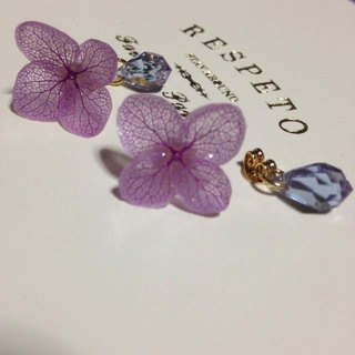 Hydrangea and drops beads catch earrings / lavender