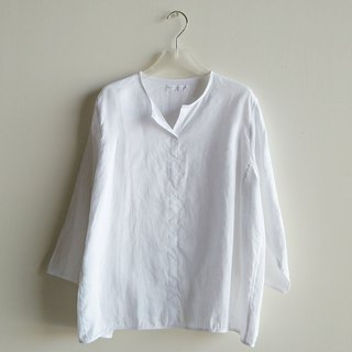 Small V-neck eight-point sleeve shirt linen white