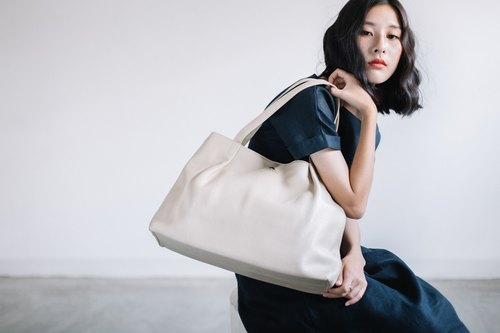 BIG MINIMAL IMPORTED LEATHER FROM ITALY TOTE BAG-WHITE