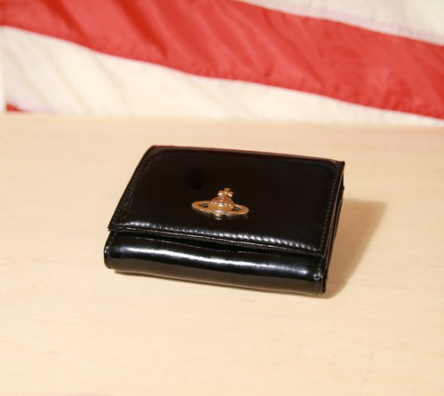 Back to Green:: 正黑漆皮 Vivienne Westwood  金色logo vintage wallet ( WT-27 )