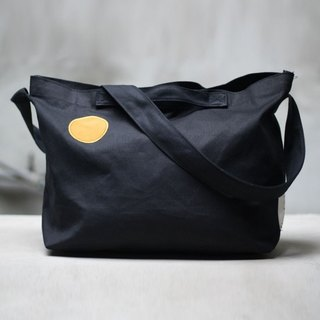 Small warm canvas day bag _ black