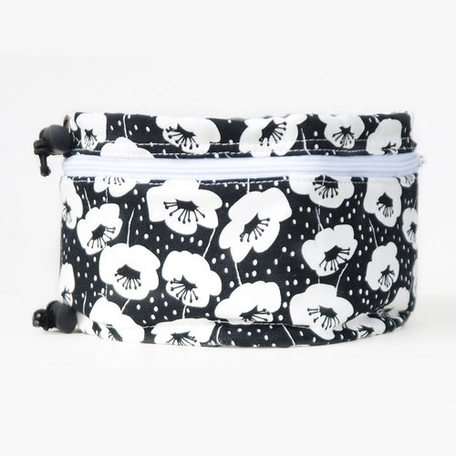 Cool refreshing summer essential pet towel L (black and white classic personality big flower)