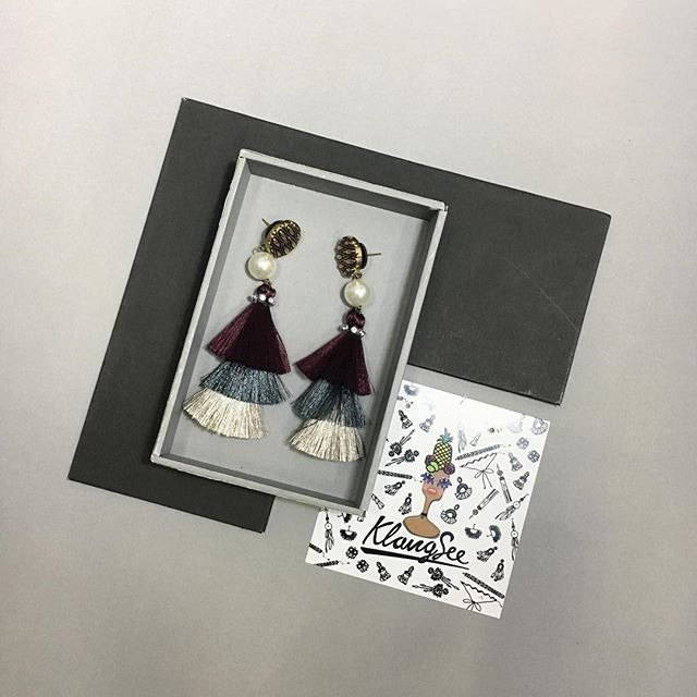 earrings : 3rd tassel dark purple + gray + white