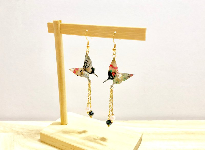 [Origami Earrings Series] Black Color Love Butterfly (can be changed ear clip)