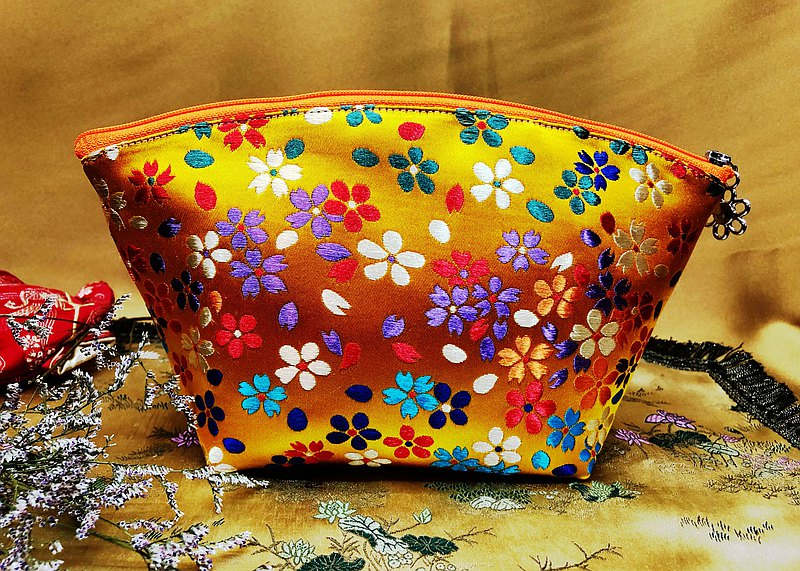織錦緞貝型化妝包
