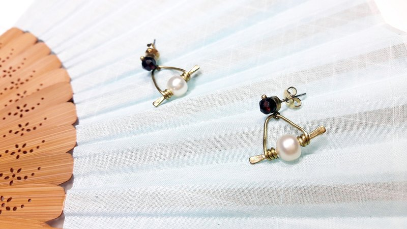 ◎ beat brass earrings handmade pearl garnet red stainless steel * Ear Earrings
