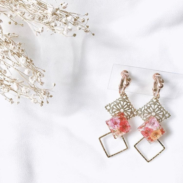 莿 hand dried flower earrings ear clip