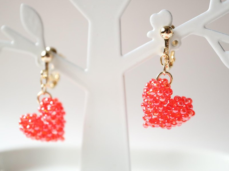Heart earrings red unlikely plump cute delicate solid lace simple glitter red puffy plump swaying seed beads girly