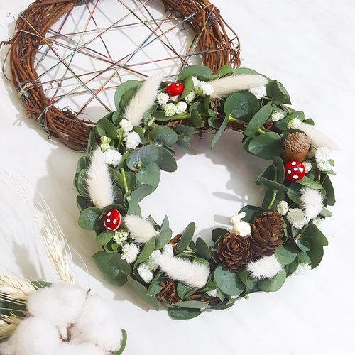 muk.gum.chi - eucalyptus fruit and dried mushroom rabbit small wreath