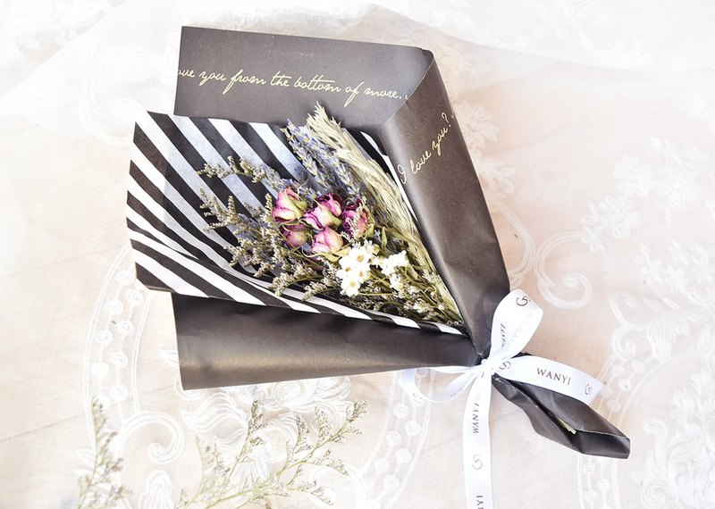 WANYI Elegant Black Gypsophila Bouquet of Roses Flowers Dry Flowers/Eternal Flowers/Gifts/Office Desk Decorations/Room Arrangements/Wedding/Graduation Gifts/Wedding Stuff