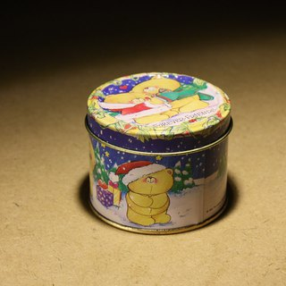 Purchased from the Netherlands in the late 20th century, the old British-made round Christmas bear pattern tinplate cans