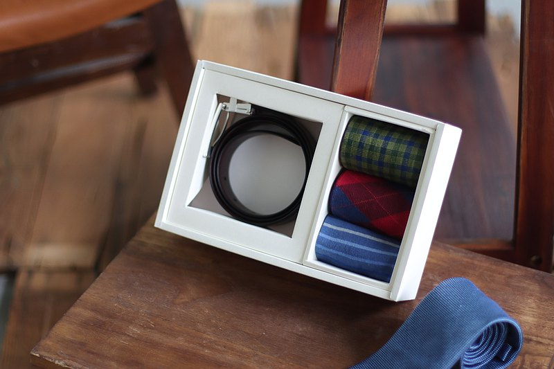 [First choice for gifts] Classic gentleman gift box red brown│gentleman socks│belt│gift recommendation